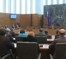 Na predčasnih parlamentarnih volitvah izvoljeni novi poslanci