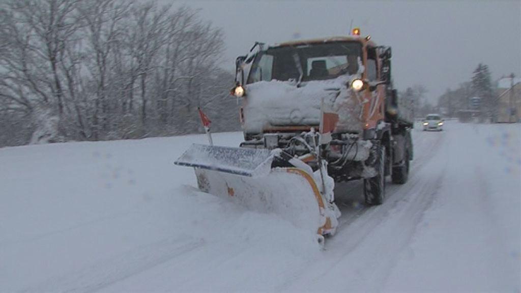 Na delu zimske službe, ki čistijo sneg!