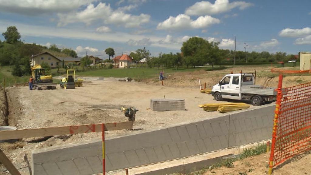V Kicarju gradijo novo večnamesko športno igrišče