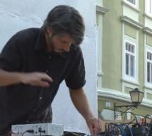 Zvok izpod prstov zvočnega umetnika Miha Ciglarja