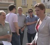 Alenka Bratušek zbirala podpise tudi na Ptuju