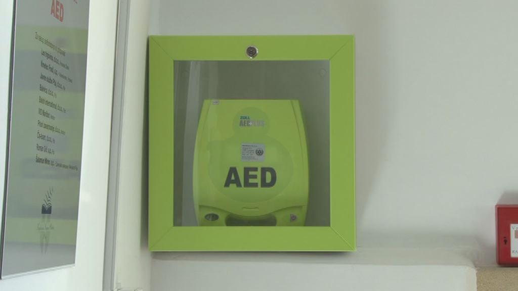 Defibrilator v knjiznici