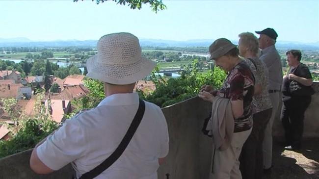 Prvi poletni turistični kazalci
