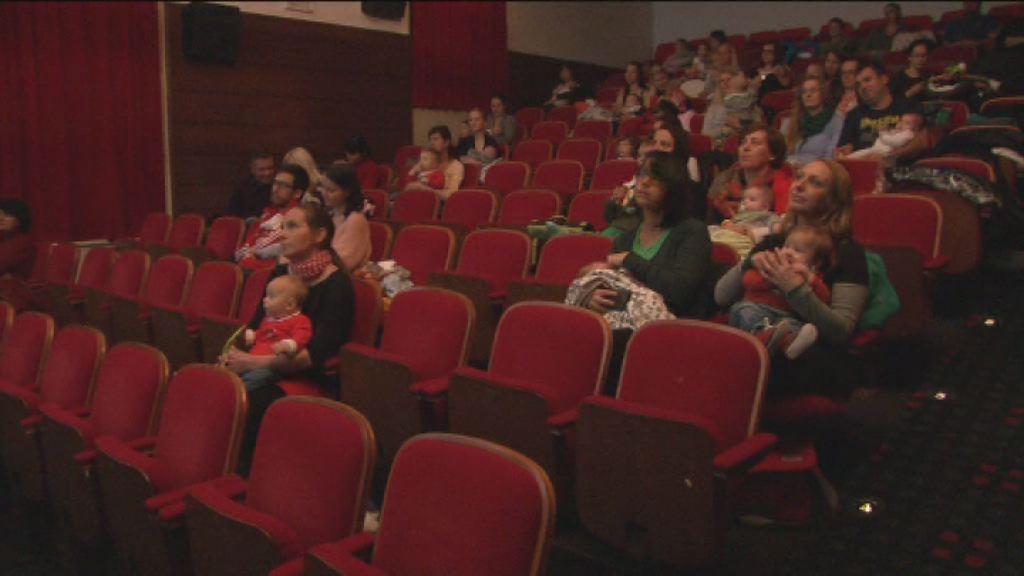 z dojenckom v kino