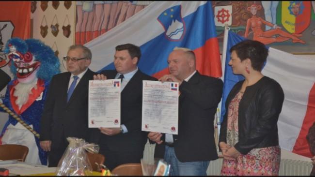 Podpis pogodbe med francoskim in ptujskim društvom