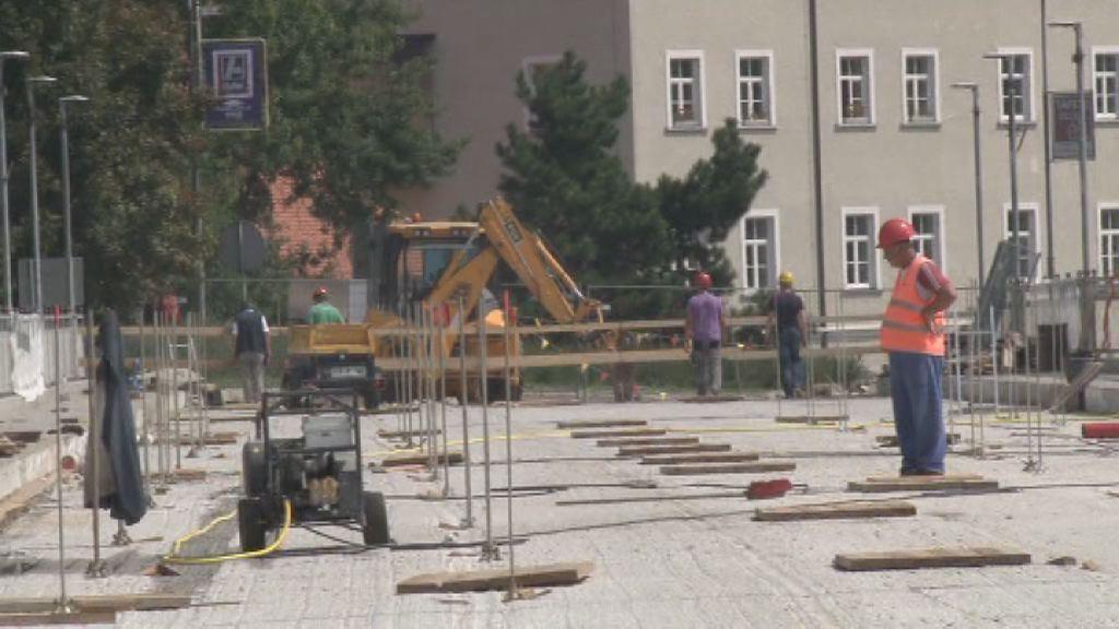 Dela na mostu potekajo po načrtih