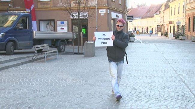 Predaja podpisov in protest pred občino