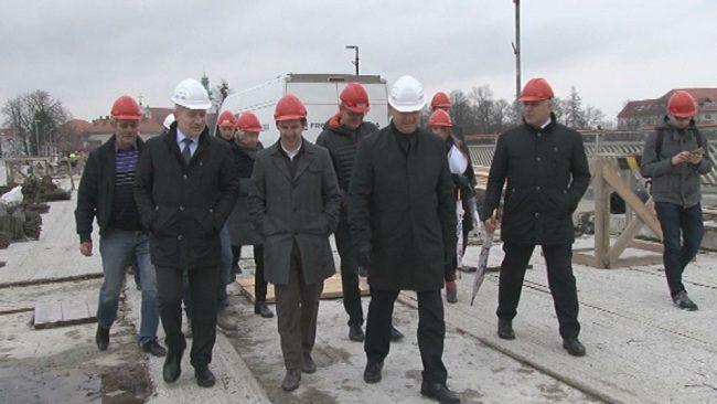 Obisk ministra na starem mostu čez Dravo