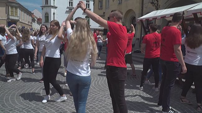 Maturanti zaplesali četvorko na Ptuju