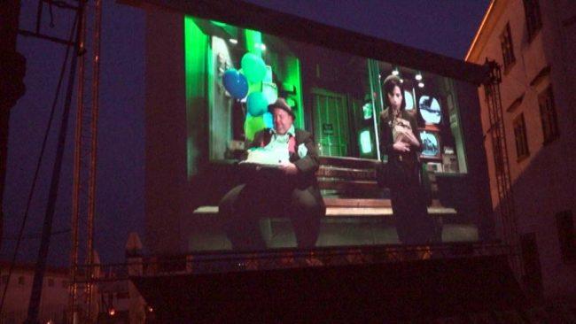 Kino brez stropa privabil 1780 gledalcev