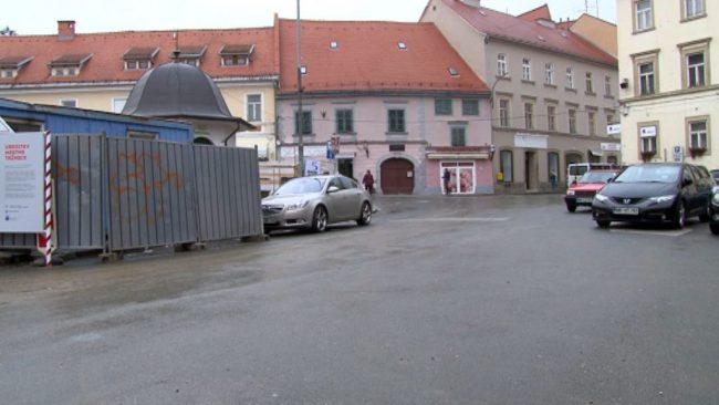 Zapora cest pri mestni tržnici