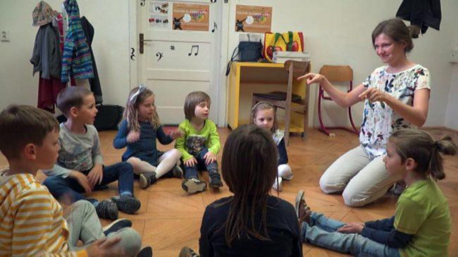 Učenje glasbe z Lucie Dajčar