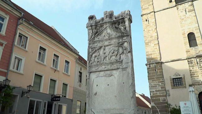 Umetnine v žepu, Orfejev spomenik na Ptuju
