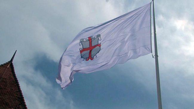 Na Ptujskem gradu zaplapolala zastava mesta