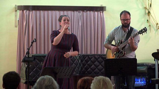 Koncert dueta Ulrike Tropper in Gregora Hernacha