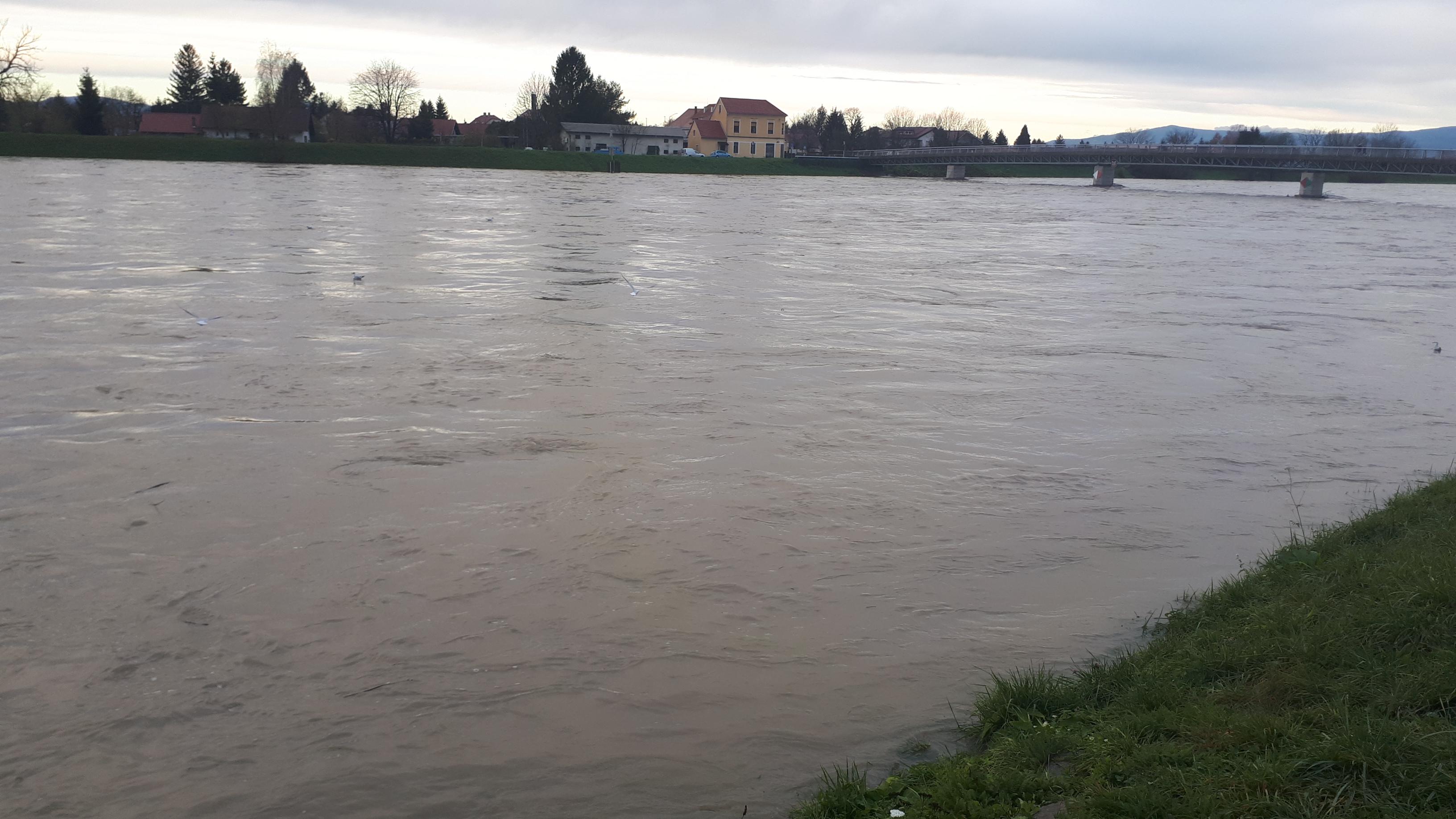 Obvestilo: Poplavne nevarnosti ni!