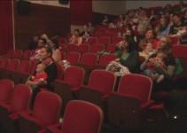 """Obisk programa """"Z dojenčkom v kino"""" počasi in vztrajno narašča"""